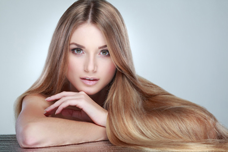 La receta de repeynogo y el aceite de ricino para los cabellos con las vitaminas