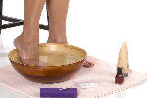 Beneficios de los baños de agua con sal para los pies