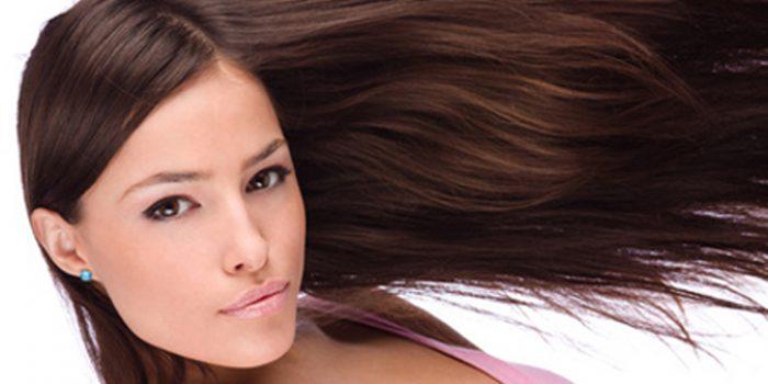 Planchar el pelo, ¿lo estropea?