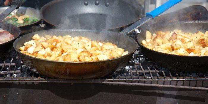 Beneficios y riesgos de cocinar con ollas y sartenes de hierro fundido