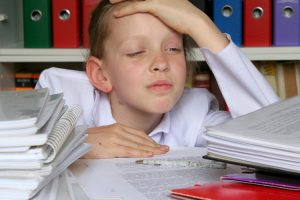 ¿Cómo se calma el dolor de cabeza infantil?