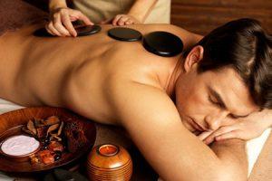 Beneficios y contraindicaciones de los masajes con piedras calientes