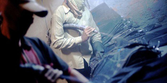 Vaqueros desgastados o Sandblasting, jeans que matan