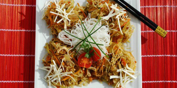 Ensalada de fideos chinos de arroz