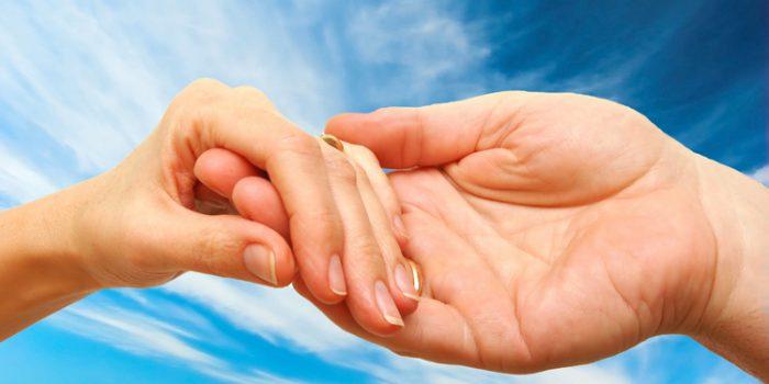 Manchas blancas en las uñas, ¿tienen solución?