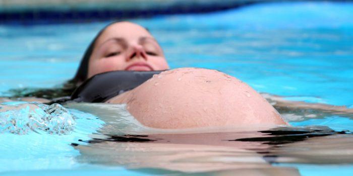 Parto en el agua, un placer para el bebé