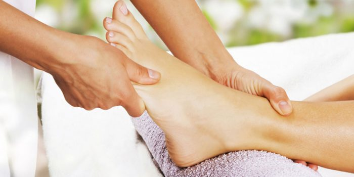 Beneficios de los masajes en los pies y precauciones