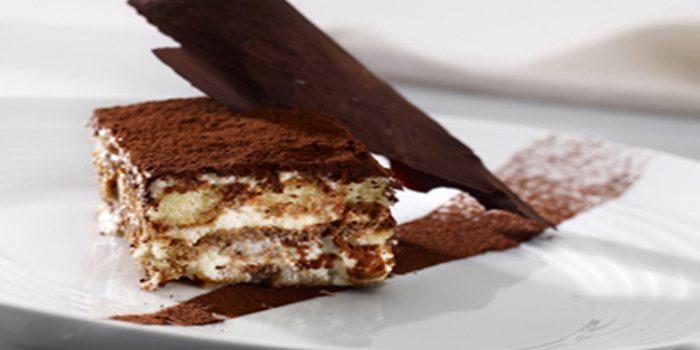 Pastel crudivegano de chocolate, delicioso y saludable