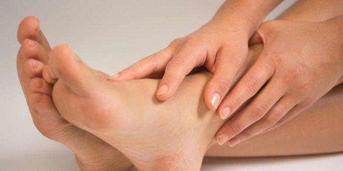 ¿Por qué se hinchan los pies?, algunos remedios