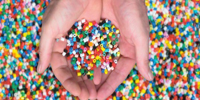 Microplásticos, ¿qué son, de dónde surgen, cómo nos afectan?